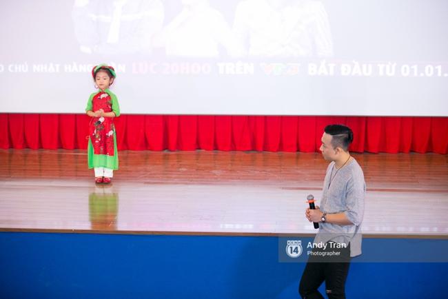 Clip: Trấn Thành liên tục hát dân ca, ra mắt show thực tế mới cực đáng yêu - Ảnh 9.