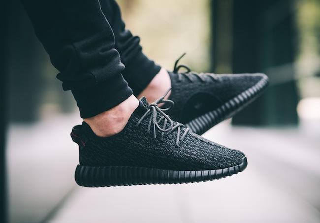 Giới trẻ mê sneaker lại rần rần vì Yeezy Boost 350 V2 sẽ chính thức được bán tại Việt Nam vào 24/9 tới - Ảnh 1.