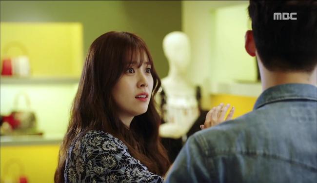 """""""W"""" tập 2: Han Hyo Joo vừa tát vừa hôn Lee Jong Suk - Ảnh 1."""