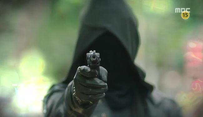 """""""W"""": Triệu hồi Conan phá án, bắt tên sát thủ áo đen muốn diệt Lee Jong Suk! - Ảnh 2."""