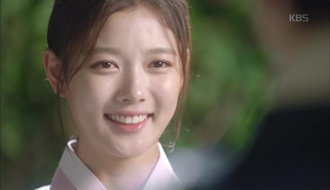 """""""Moonlight"""": Cuối cùng, Kim Yoo Jung đã chịu diện đồ nữ nhi trước mặt Park Bo Gum! - Ảnh 3."""