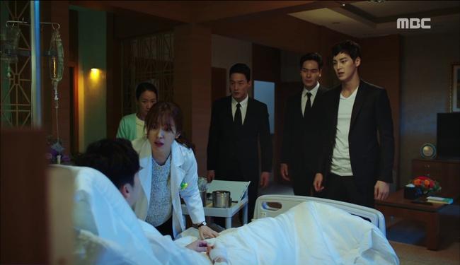 """""""W"""" tập 2: Han Hyo Joo vừa tát vừa hôn Lee Jong Suk - Ảnh 13."""