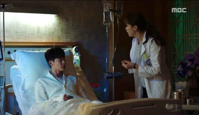"""""""W"""" tập 2: Han Hyo Joo vừa tát vừa hôn Lee Jong Suk - Ảnh 14."""
