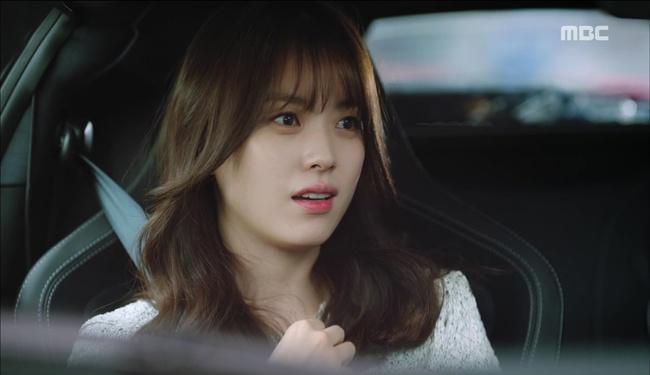 """""""W"""" tập 2: Han Hyo Joo vừa tát vừa hôn Lee Jong Suk - Ảnh 19."""