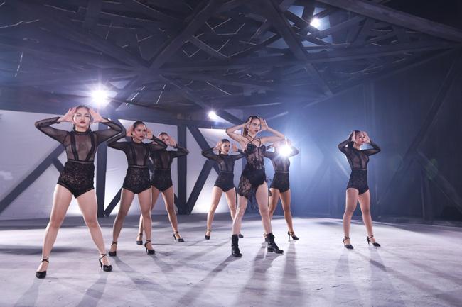 Hồ Ngọc Hà diện mốt không nội y, quyến rũ cùng các học trò The Face trong MV - Ảnh 6.