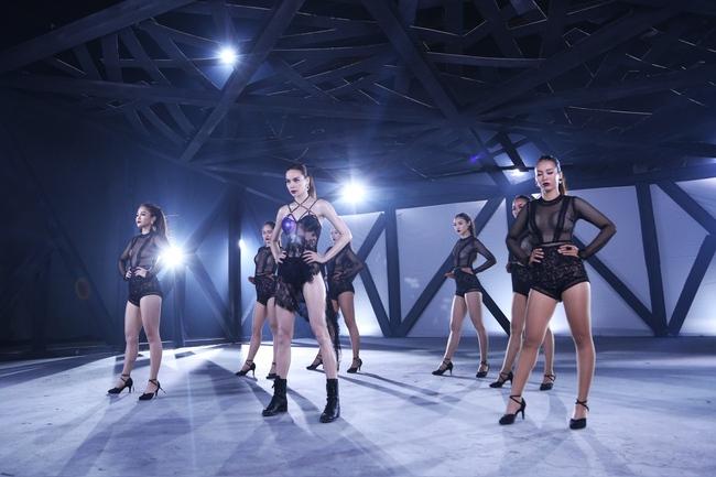 Hồ Ngọc Hà diện mốt không nội y, quyến rũ cùng các học trò The Face trong MV - Ảnh 5.