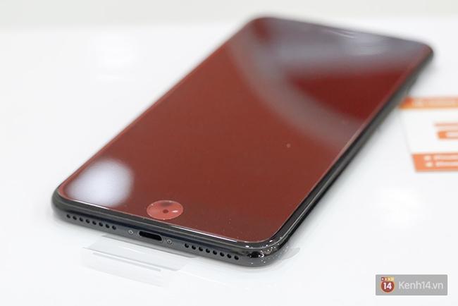 iPhone 7 Plus đen bóng vừa về Việt Nam đã được bán với giá 90 triệu đồng - Ảnh 2.