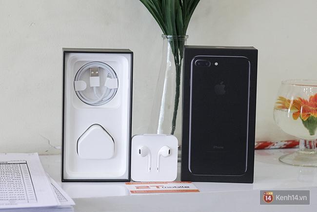 iPhone 7 Plus đen bóng vừa về Việt Nam đã được bán với giá 90 triệu đồng - Ảnh 1.