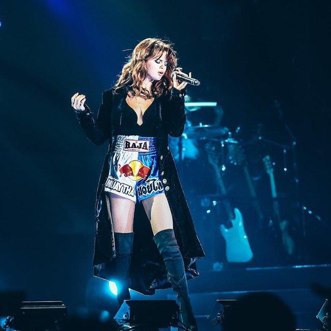 Selena Gomez lại khiến fan rạo rực với loạt trang phục biểu diễn trong tour mới nhất - Ảnh 5.