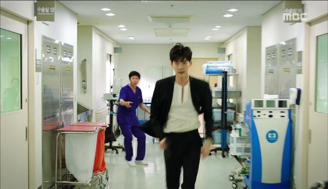 """""""W"""": Từ cuộc đời vạn người mê, Lee Jong Suk và Han Hyo Joo giờ đây không khác gì ăn mày - Ảnh 6."""