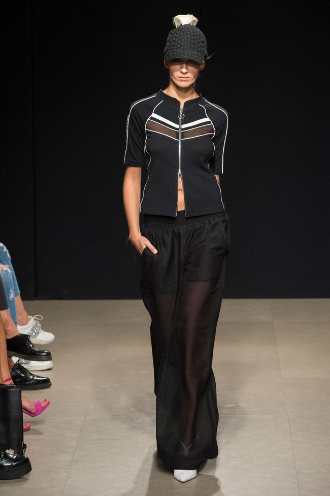 Đỗ Hà sải bước trong show diễn mở màn Tuần lễ thời trang Milan - Ảnh 5.