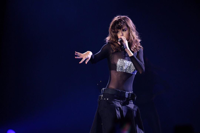 Selena Gomez lại khiến fan rạo rực với loạt trang phục biểu diễn trong tour mới nhất - Ảnh 7.