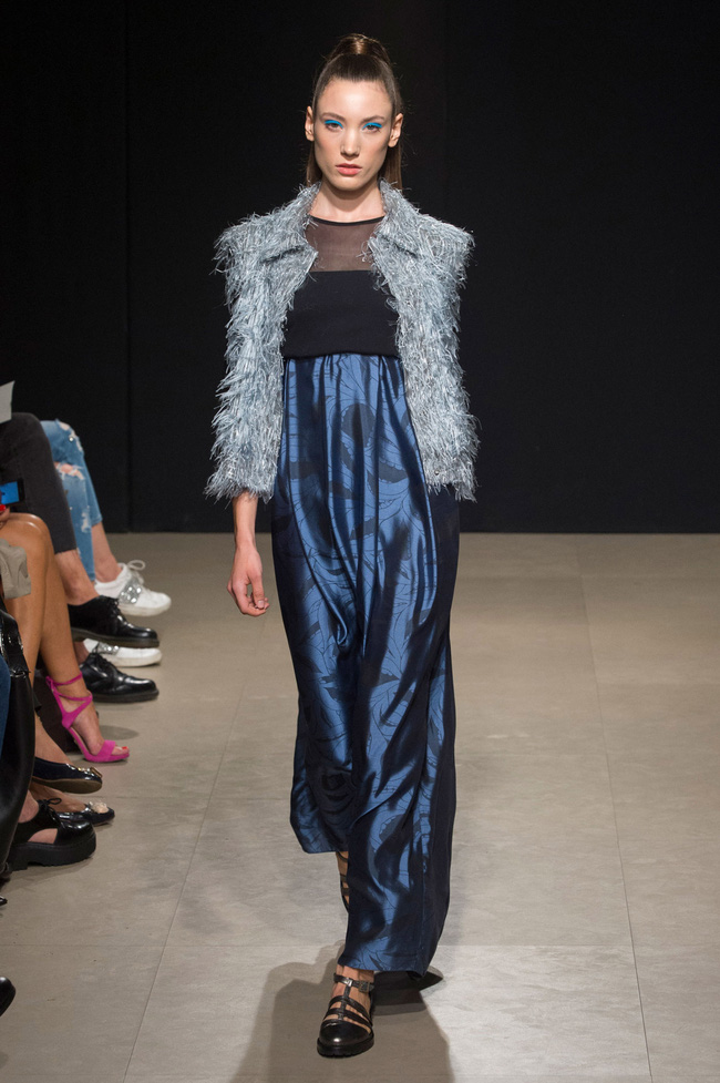 Đỗ Hà sải bước trong show diễn mở màn Tuần lễ thời trang Milan - Ảnh 6.