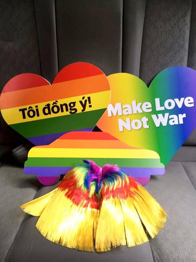 Những chiếc taxi treo cờ lục sắc để hưởng ứng ngày hội Viet Pride ở Sài Gòn - Ảnh 4.