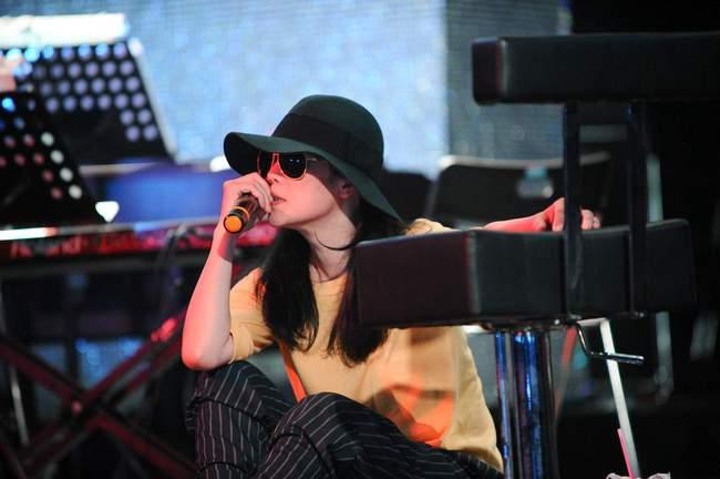 Thu Phương bật khóc trong buổi tập duyệt liveshow của tri kỉ âm nhạc - Ảnh 3.