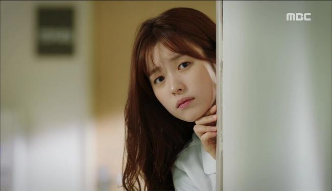 """""""W"""": Từ cuộc đời vạn người mê, Lee Jong Suk và Han Hyo Joo giờ đây không khác gì ăn mày - Ảnh 9."""