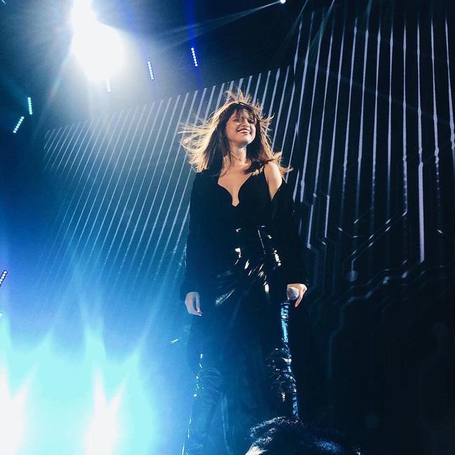Selena Gomez lại khiến fan rạo rực với loạt trang phục biểu diễn trong tour mới nhất - Ảnh 6.