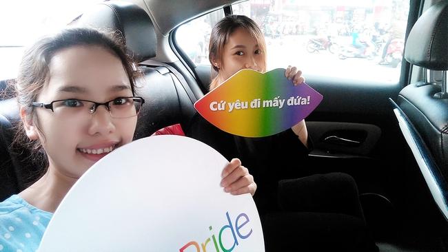 Những chiếc taxi treo cờ lục sắc để hưởng ứng ngày hội Viet Pride ở Sài Gòn - Ảnh 5.