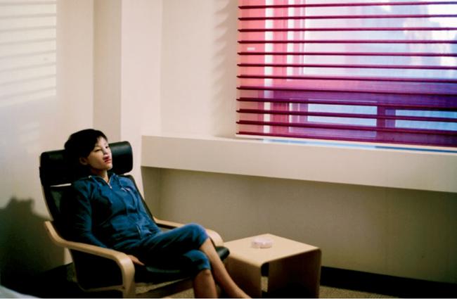 Những bức hình đầy ám ảnh về trung tâm phẫu thuật thẩm mỹ của thế giới: Hàn Quốc - Ảnh 10.