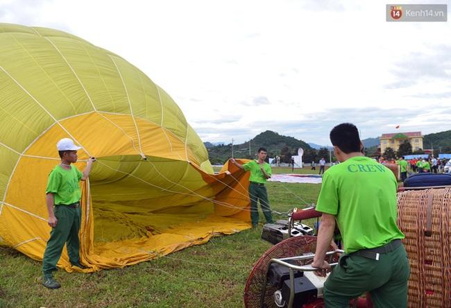 Trải nghiệm ngắm cao nguyên Mộc Châu trên khinh khí cầu khổng lồ - Ảnh 1.