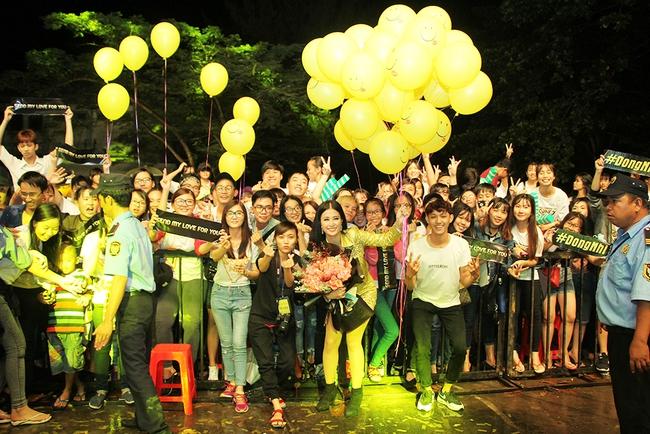 Đông Nhi sung hết cỡ cùng hàng nghìn fan trong đêm mở màn tour liveshow xuyên Việt - Ảnh 6.