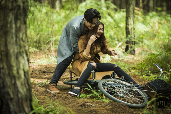 Hà Anh Tuấn và Thanh Hằng hôn nhau đầy tình cảm trong MV - Ảnh 11.