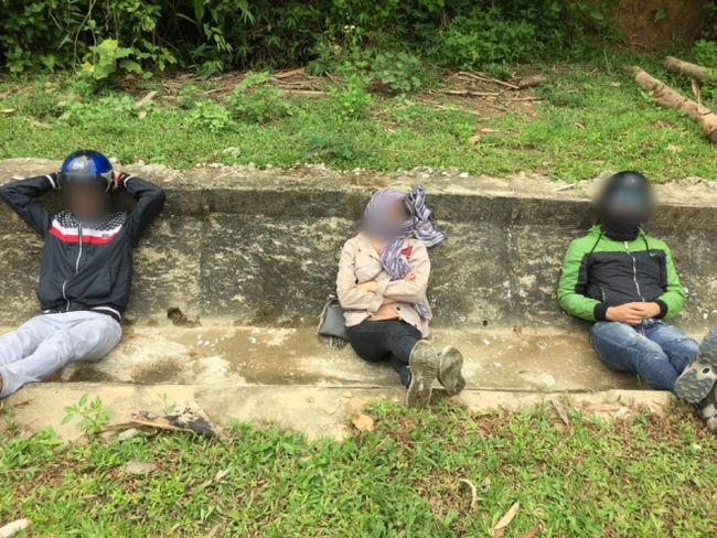 Tranh cãi hình ảnh những phượt thủ nằm ngủ la liệt ở rãnh nước bên đường - Ảnh 4.