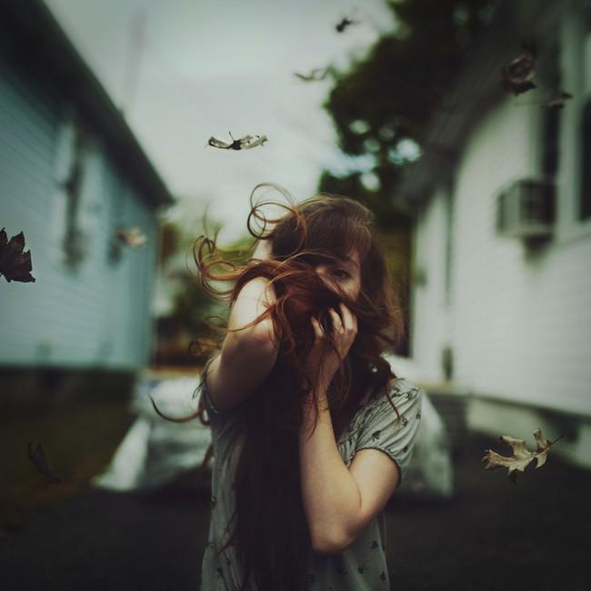 Không một cô gái nào muốn trở nên mạnh mẽ trong mắt người mà mình thương - Ảnh 1.