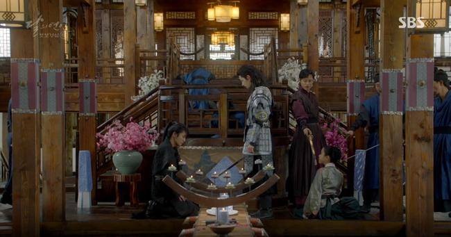 """Moon Lovers: """"Mười"""" Baekhyun chính thức có nụ hôn màn ảnh đầu tiên! - Ảnh 7."""