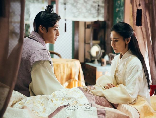 Ngoài Lee Jun Ki và IU, còn 5 mối tình cảm động trong Moon Lovers - ảnh 1