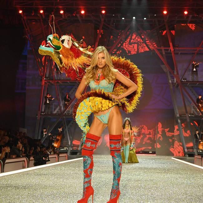 Chiêm ngưỡng loạt hình ảnh nóng bỏng tay trong Victorias Secret Fashion Show 2016! - Ảnh 8.