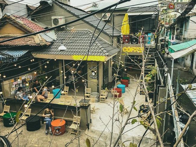 Bên trong khu phức hợp đậm phong cách Chicano của những chàng barber chất chơi ở Sài Gòn - Ảnh 2.
