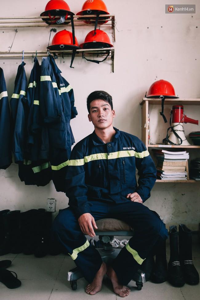 Anh chàng 20 tuổi điển trai và quyết định khác lạ: Bỏ đại học để theo đuổi nghiệp lính cứu hộ - Ảnh 12.