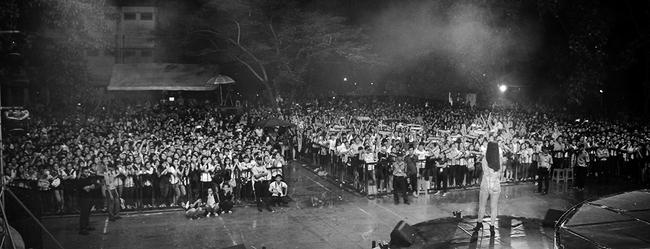 Đông Nhi sung hết cỡ cùng hàng nghìn fan trong đêm mở màn tour liveshow xuyên Việt - Ảnh 4.