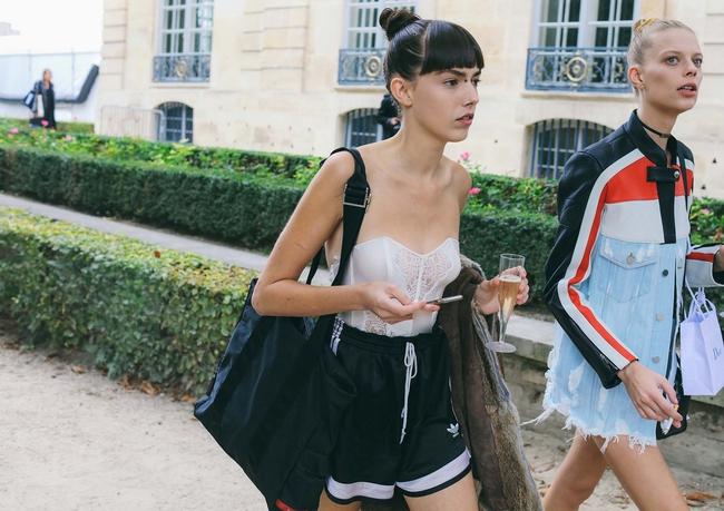 Fashionista thế giới náo loạn vì tóc nhuộm neon cùng mái siêu ngắn chẳng giống ai - Ảnh 8.