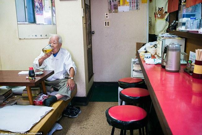 Chùm ảnh cho thấy tinh thần làm việc đáng khâm phục của người cao tuổi Nhật Bản - Ảnh 10.