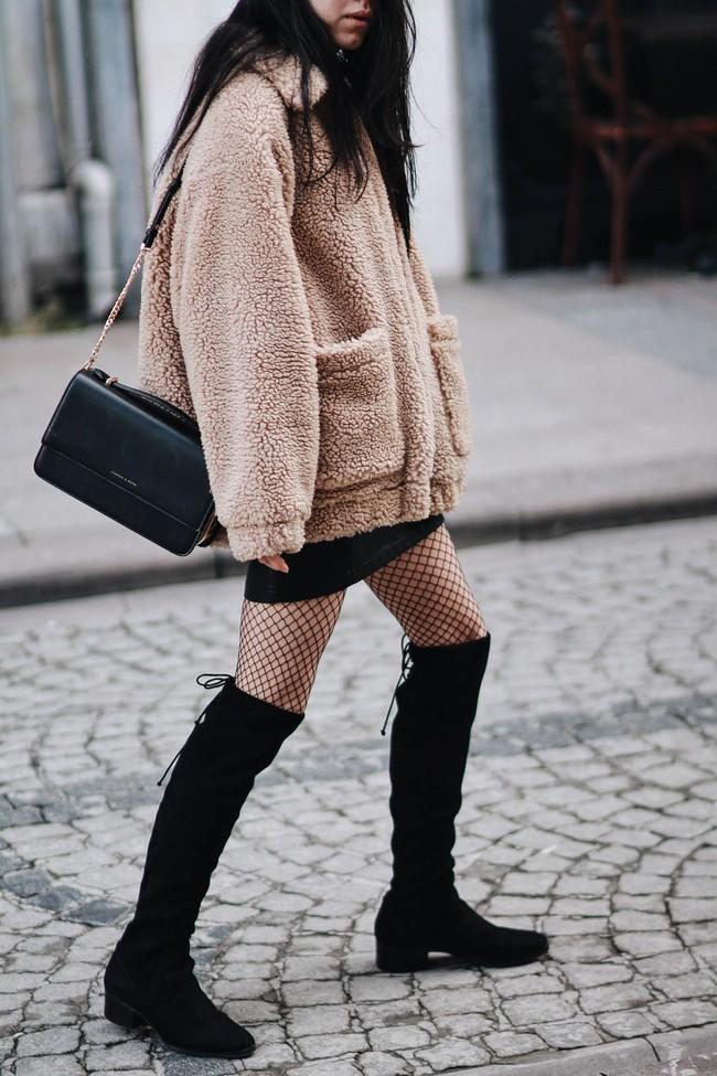 Giới trẻ thế giới sẵn sàng đón năm mới với street style chẳng lồng lộn mà vẫn đẹp rụng rời - Ảnh 11.