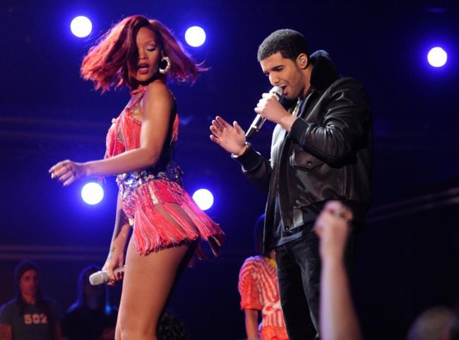 Sau 7 năm chỉ bị xem là bạn, Drake đã tỏ tình với Rihanna trước mặt cả thế giới - Ảnh 4.