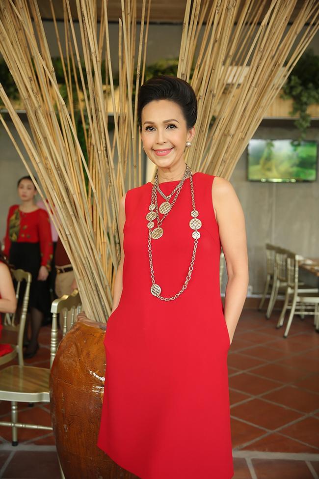 Dàn sao Việt sặc sỡ váy áo, thân thiết cùng nhau trong sự kiện - Ảnh 13.