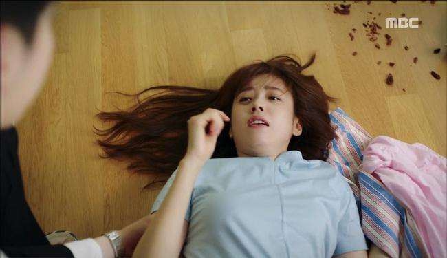 """""""W"""": Từ cuộc đời vạn người mê, Lee Jong Suk và Han Hyo Joo giờ đây không khác gì ăn mày - Ảnh 13."""