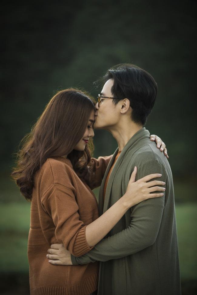 Hà Anh Tuấn và Thanh Hằng hôn nhau đầy tình cảm trong MV - Ảnh 2.