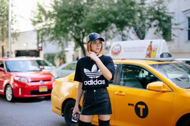 Giới trẻ thế giới cùng kết nổ đĩa mũ lưỡi trai trong street style tuần qua - Ảnh 11.
