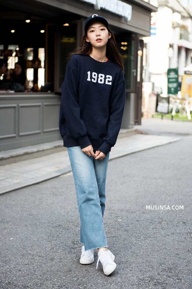 Ngắm street style giới trẻ thế giới, bạn sẽ thấy mặc chất chẳng bắt buộc phải cầu kỳ - Ảnh 1.