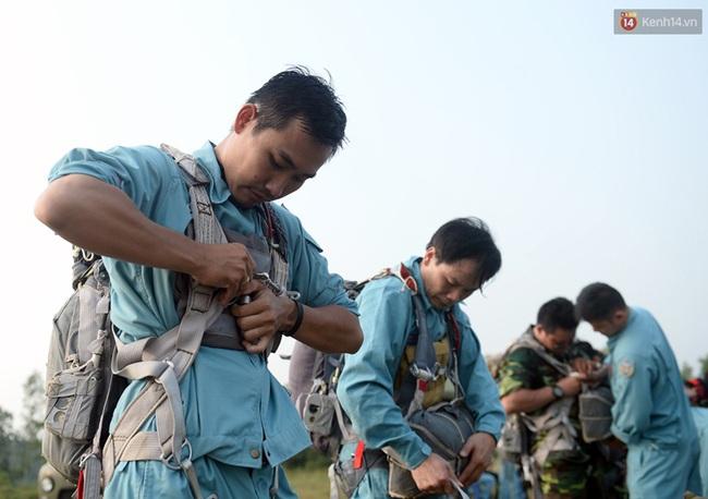 Màn cầu hôn của chàng bác sĩ Hà Nội và nữ giảng viên ĐH Kiến Trúc trước khi nhảy dù - Ảnh 13.