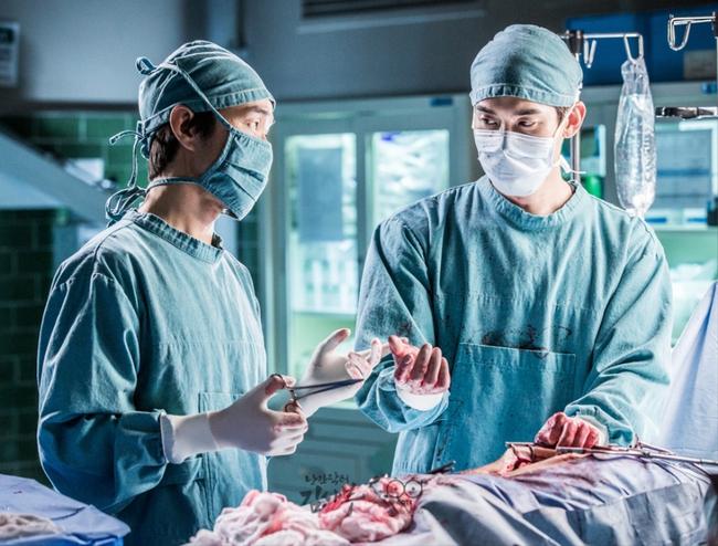 Romantic Doctor, Teacher Kim - Ngành Y lại tỏa sức hấp dẫn trên màn ảnh nhỏ Hàn dịp cuối năm - Ảnh 14.