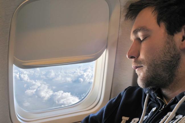 Vì sức khỏe của chính mình, đừng bao giờ làm 8 điều này khi lên máy bay - Ảnh 7.