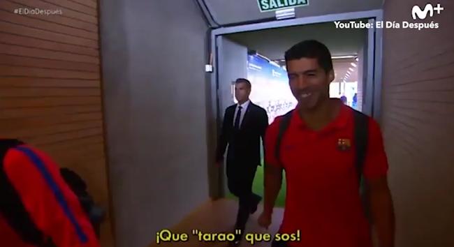 Neymar chơi lầy, bôi kẹo cao su nhai dở vào tay Suarez - Ảnh 4.