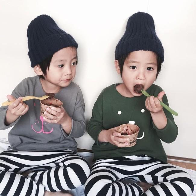 Hai anh em sinh đôi chỉ mới 5 tuổi này đang làm mưa làm gió Instagram vì quá dễ thương! - Ảnh 21.
