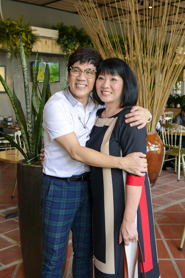 Dàn sao Việt sặc sỡ váy áo, thân thiết cùng nhau trong sự kiện - Ảnh 2.