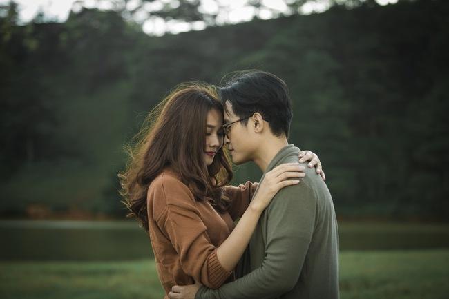 Hà Anh Tuấn và Thanh Hằng hôn nhau đầy tình cảm trong MV - Ảnh 6.